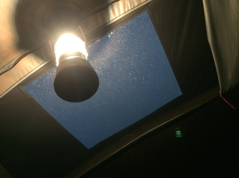 舞洲アーバンオートビレッジキャンプ場 天窓
