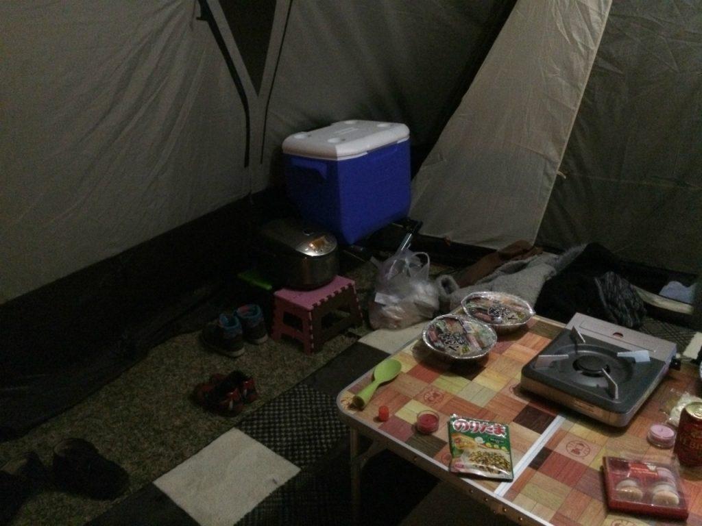 赤穂海浜公園テント内のクーラーボックス