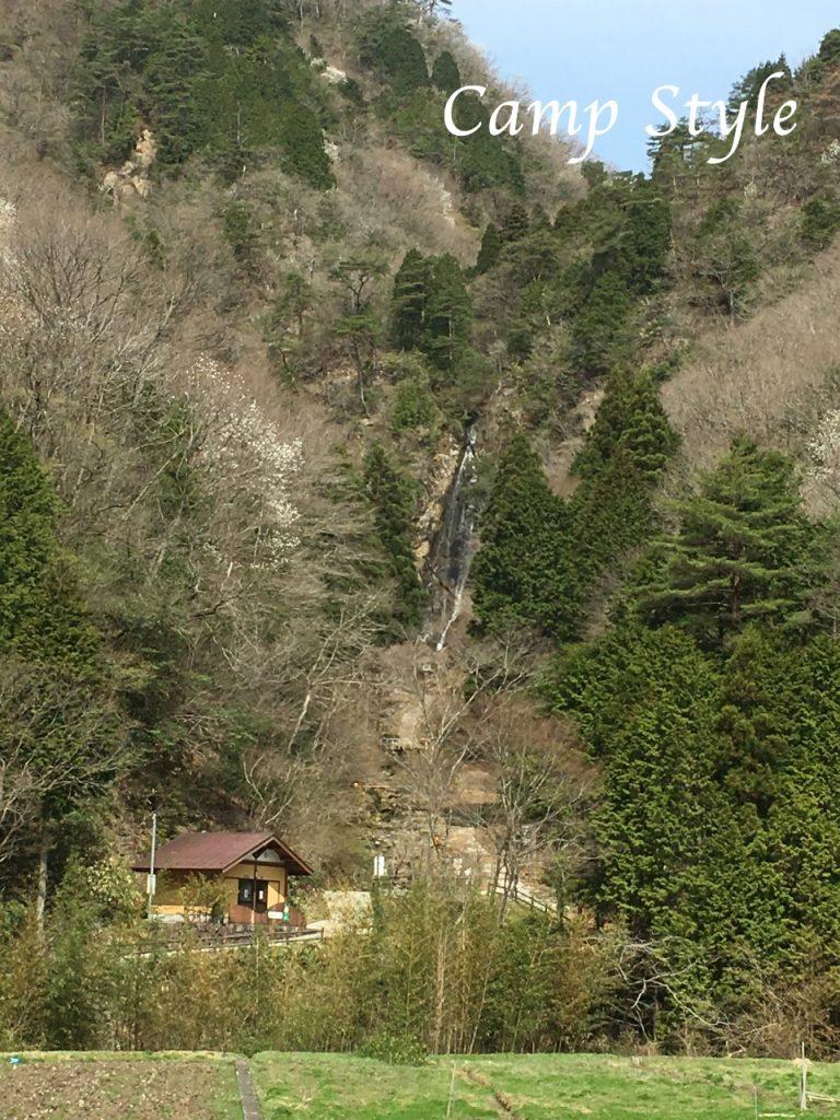 新田ふるさと村付近の滝